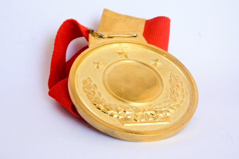 76272-medal_800x533