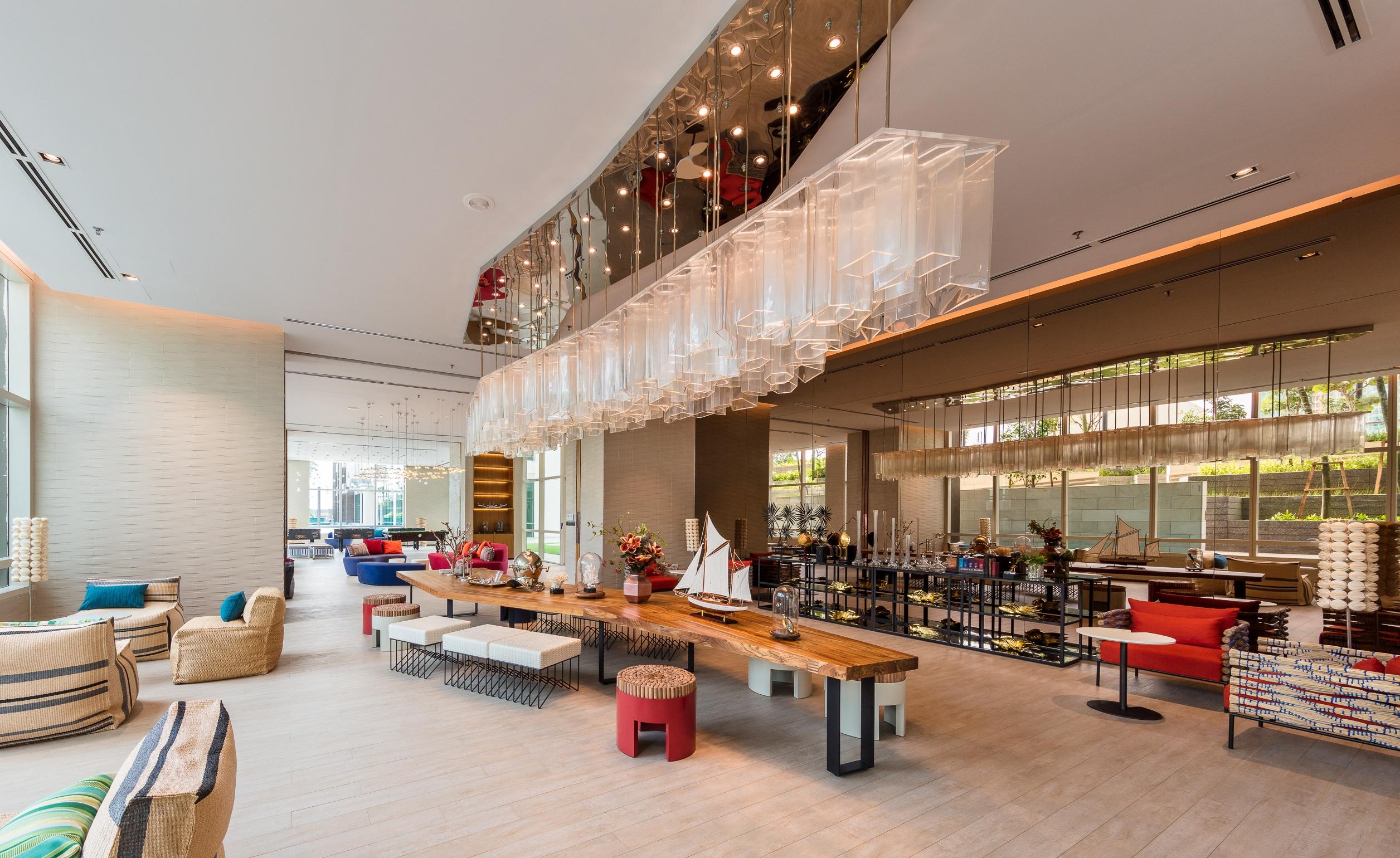 Grand Lounge_SB crop